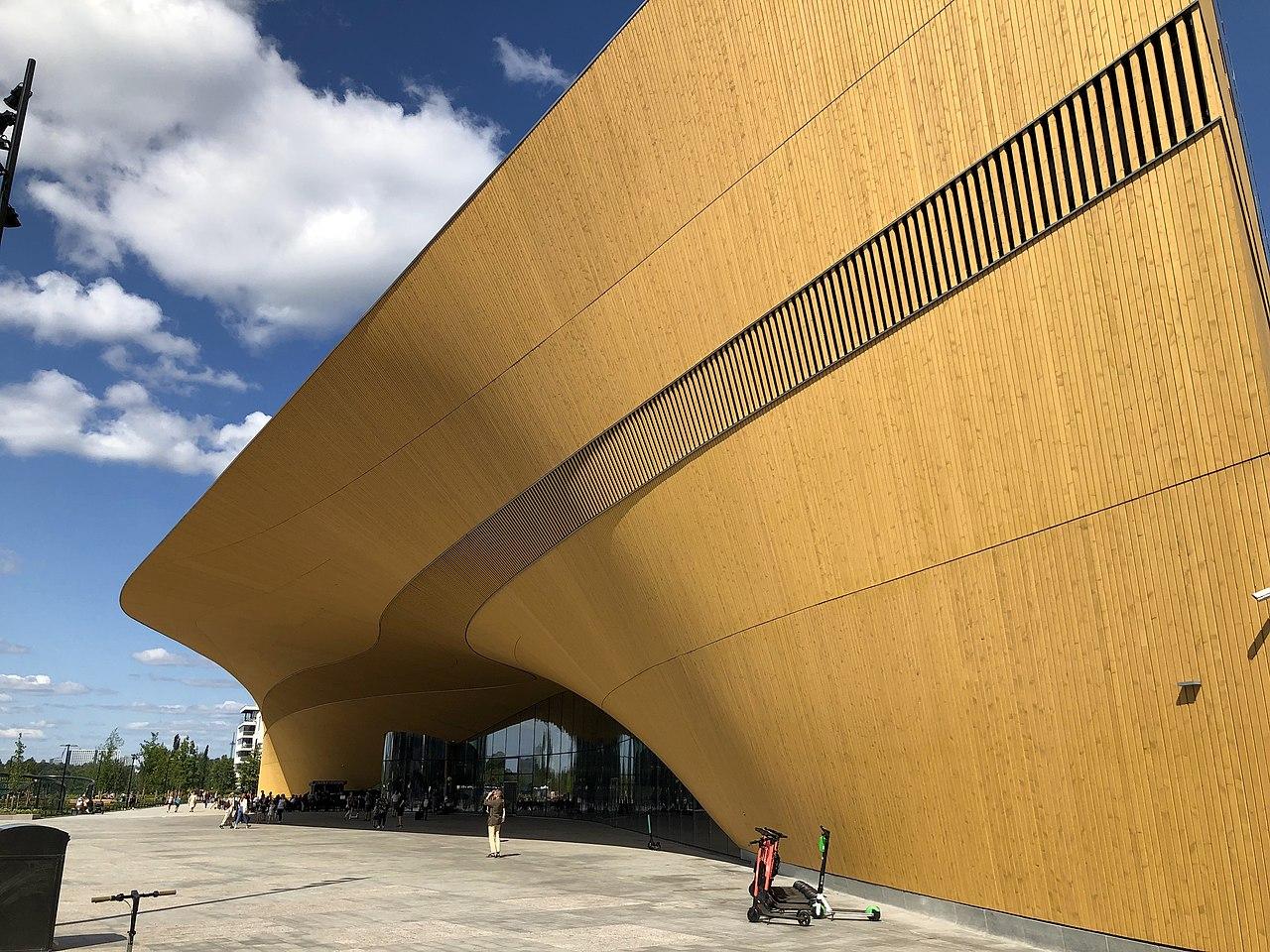 側面看赫爾辛基中央圖書館Oodi。(Vadelmavene/Wikimedia commons)