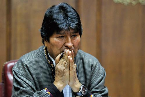 玻國流亡總統獲難民身份 玻國將發逮捕令