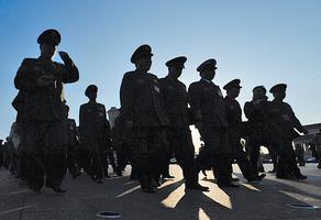 先行調整軍級以上 軍官軍銜政策的背後