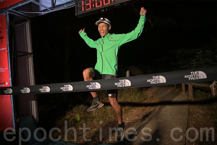 本港越野跑健將黃浩聰以12小時49分57秒奪得100公里男子組冠軍。(公關提供)