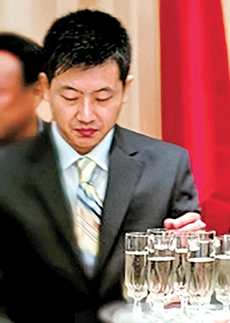 攝於中共某大型國企和美國公司的簽約儀式現場,這是Michael Xu很少公開出現過的照片截圖,曾出現在中共官媒和國企的網站,但後因不明原因被統一撤掉。(作者提供/大紀元)