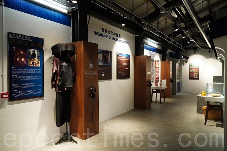 小瀛故事館展品反映南遷客家族群的特色。(陳仲明/大紀元)