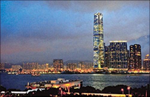圖為全港最高地標建築物環球貿易廣場(ICC)。(宋祥龍/大紀元)