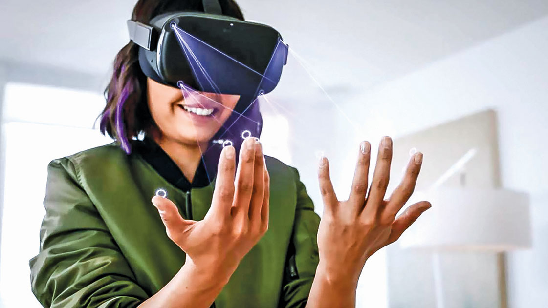 Oculus Quest在V12軟件更新後,可以直接感測到手勢,而不需要觸摸控制器。(視頻截圖)