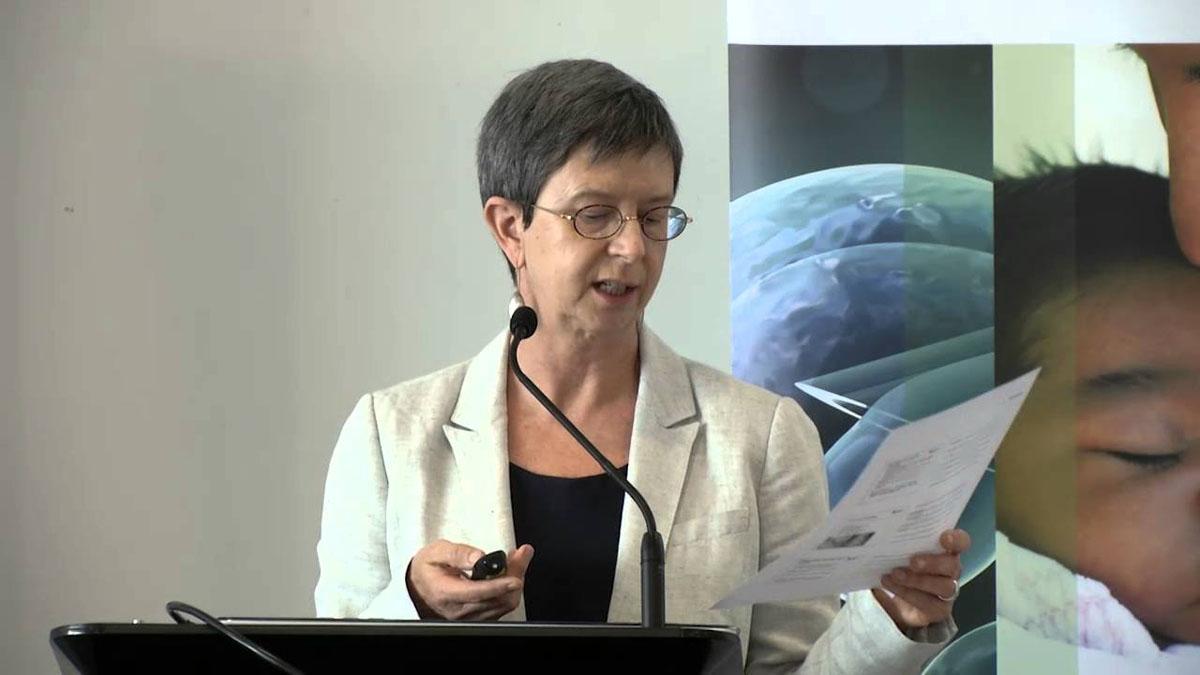 圖為澳洲麥考瑞大學(Macquarie University)教授羅傑斯(Wendy Rogers)。(影片截圖)