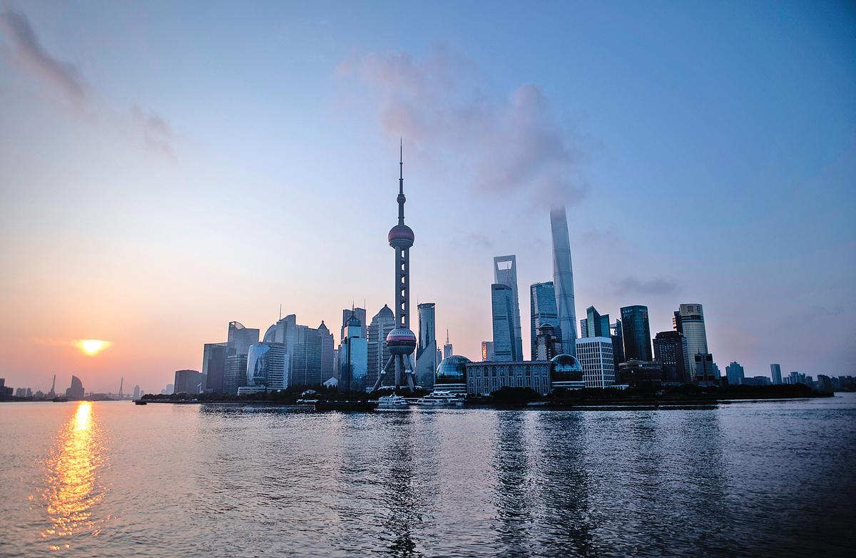 今年前8個月,上海、北京、山東、河北等多個發達省市的工業企業利潤分別下降了19.6%、14.4%、13%、11.2%。圖為上海浦東。(AFP)