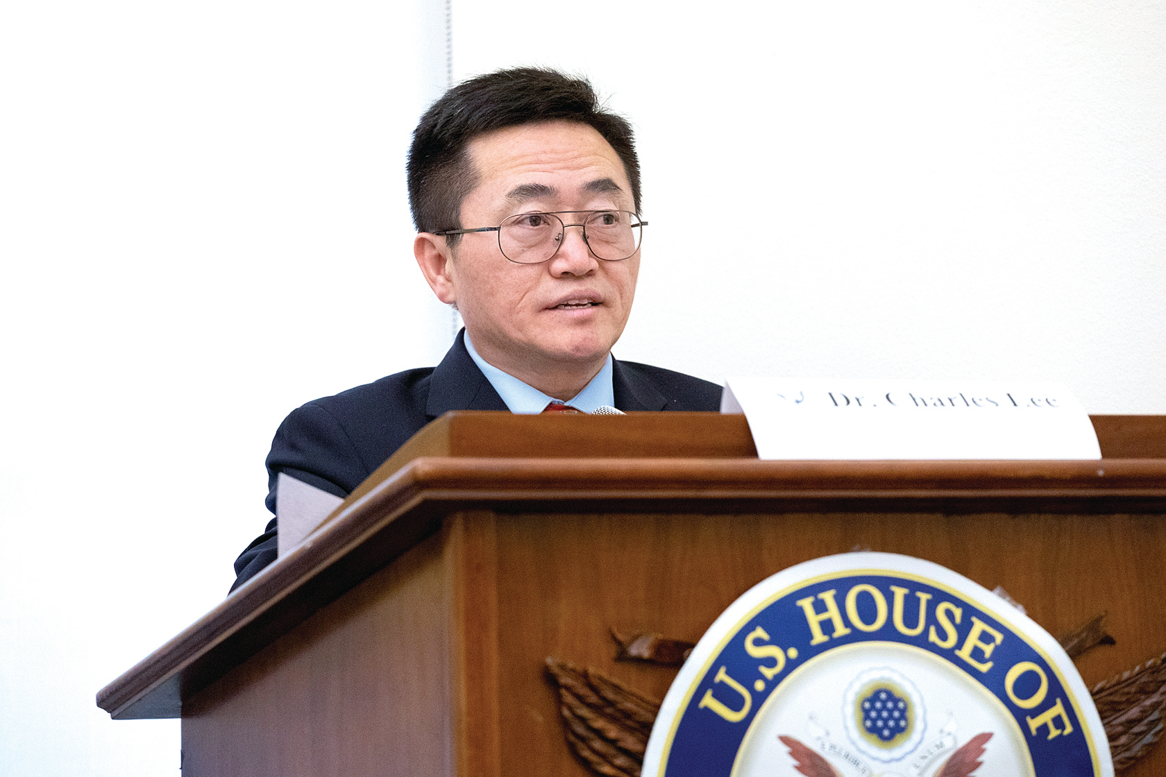 法輪功學員李祥春博士在「全球反迫害制止中共暴行、聲援退黨大潮」研討會上發言。(林樂予/大紀元)
