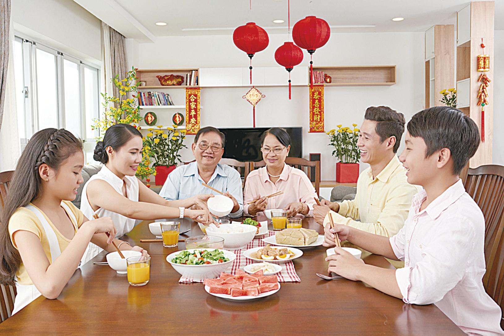 根據消化能力掌握食物攝入量是明智的決定,並且清潔和強化消化道和器官應被視為首要任務。完成此操作後,那些美味又健康的食物將為身體提供適當的能量,並帶來更加年輕的感覺。 (Fotolia)
