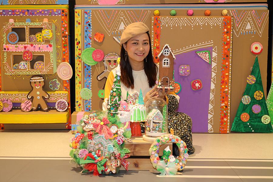Busymama余以辰展示精美的環保聖誕手作。(陳仲明/大紀元)