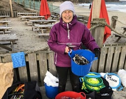 拒絕垃圾污染海洋 七旬婆婆兩年清理百個海灘