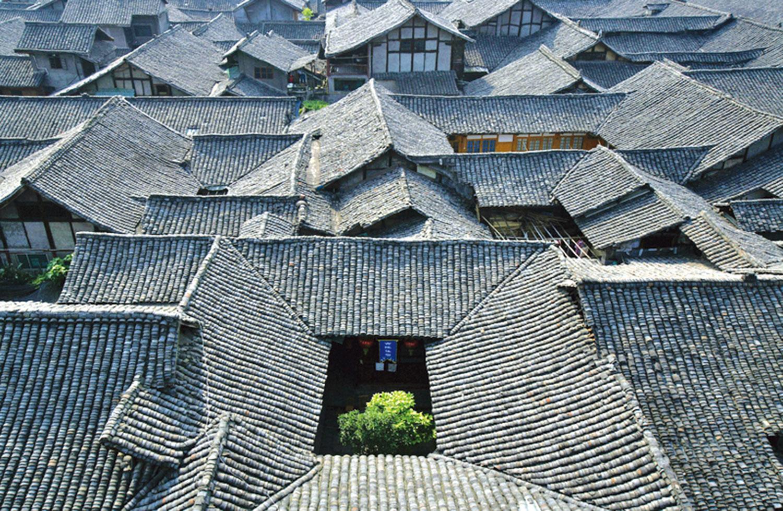 四合院,就是由房屋和牆圍成正方形或長方形之院落,是中國華北地區民用住宅中的一種組合建築形式,體現了中國傳統的尊卑等級思想,以及陰陽五行學說。(Getty Images)