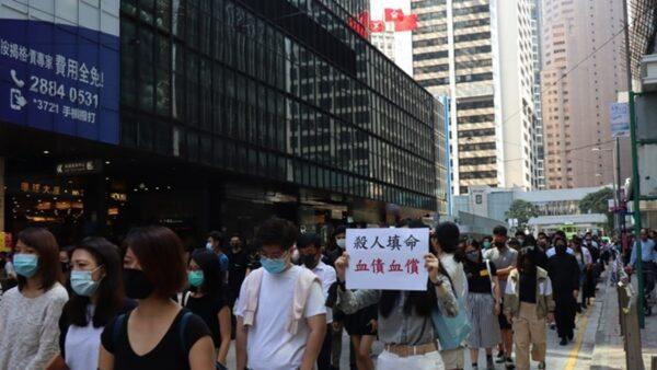 2019年11月8日,香港市民在中環遮打花園快閃集會遊行。(駱亞/大紀元)