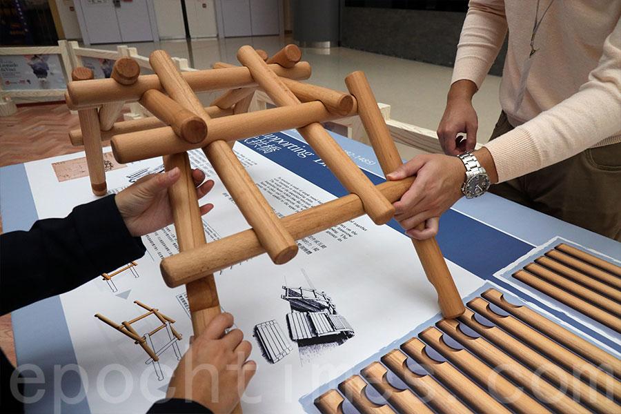 由達文西手稿復原的自承式拱橋,砌橋原理源於中國的榫卯接合方式,並不需任何固定裝置或互鎖系統。(陳仲明/大紀元)