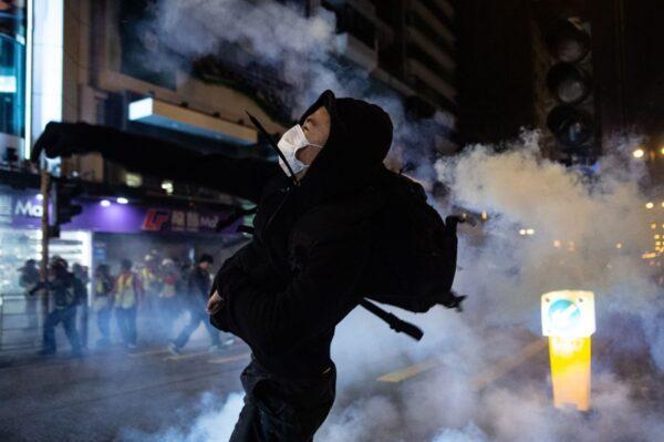 香港反送中運動以來的首個聖誕,港人度過了一個極不平安的平安夜。(PHILIP FONG/AFP via Getty Images)