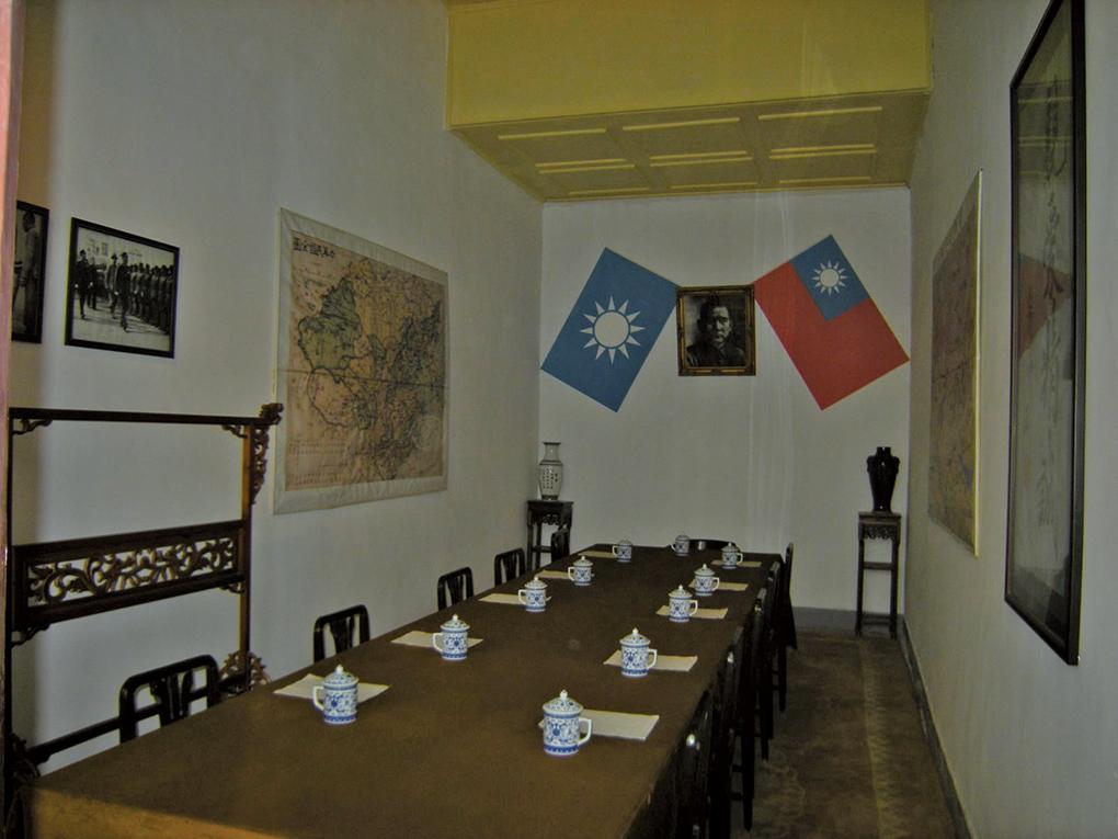 西安事變發生時,蔣介石的居所「五間廳」內的會議室。攝於2008年10月。(趙文博/維基百科)
