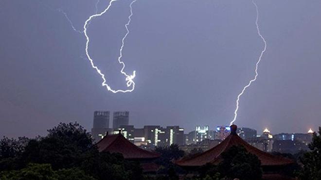 2020年的預測內容包括,中共政權將面臨從香港傳到大陸的新革命,習近平將被迫同意變天等。示意圖( OLLI   GEIBEL/AFP/Getty Images)