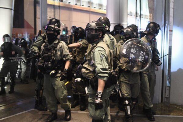 港警申請移民遭不少國家拒絕。(PHILIP FONG/AFP via Getty Images)