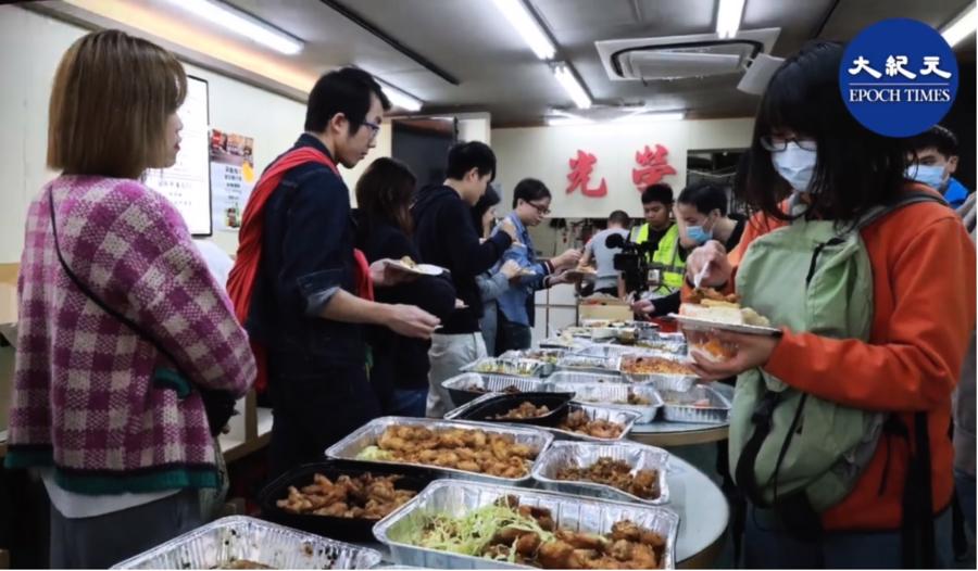 光榮冰室超過百人排隊吃大餐