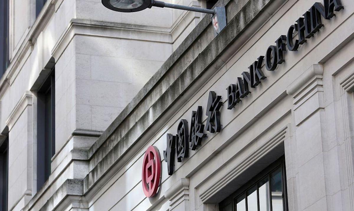 圖為位於倫敦金融城的中國銀行牌匾外觀。(Dan Kitwood/Getty Images)