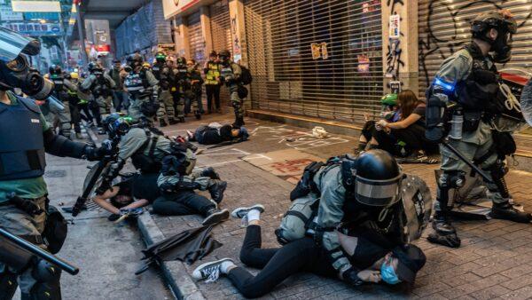 全球11000位國際知名學者發表聯合公開信,譴責港警暴力執法。( Getty Images)