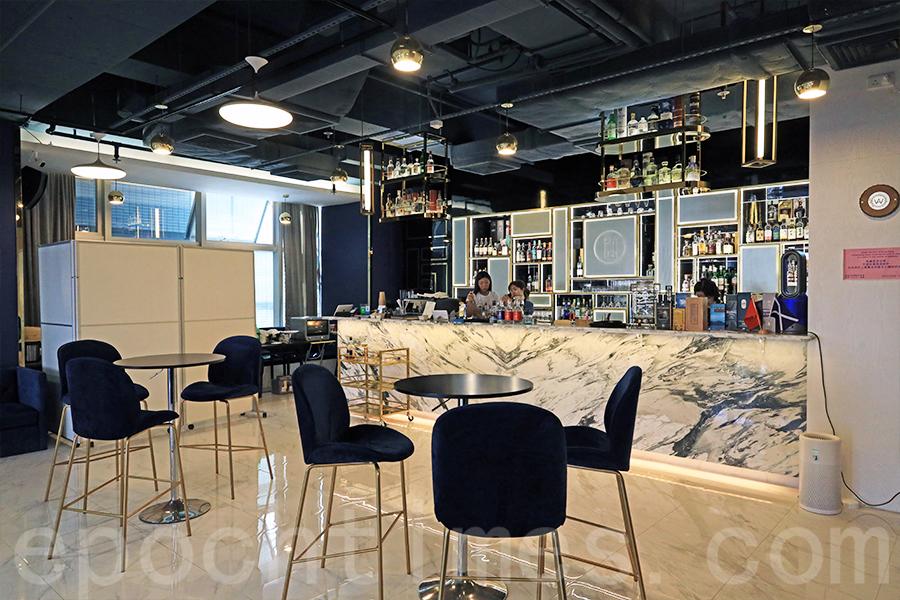 酒店式活動場地兼威士忌酒廊Prime House,寶藍色配大理石的裝潢,設計典雅大方。(陳仲明/大紀元)