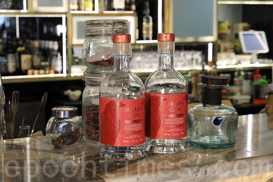 Derek積極尋求合作的外國酒廠,將有質素的品牌帶來香港。(陳仲明/大紀元)