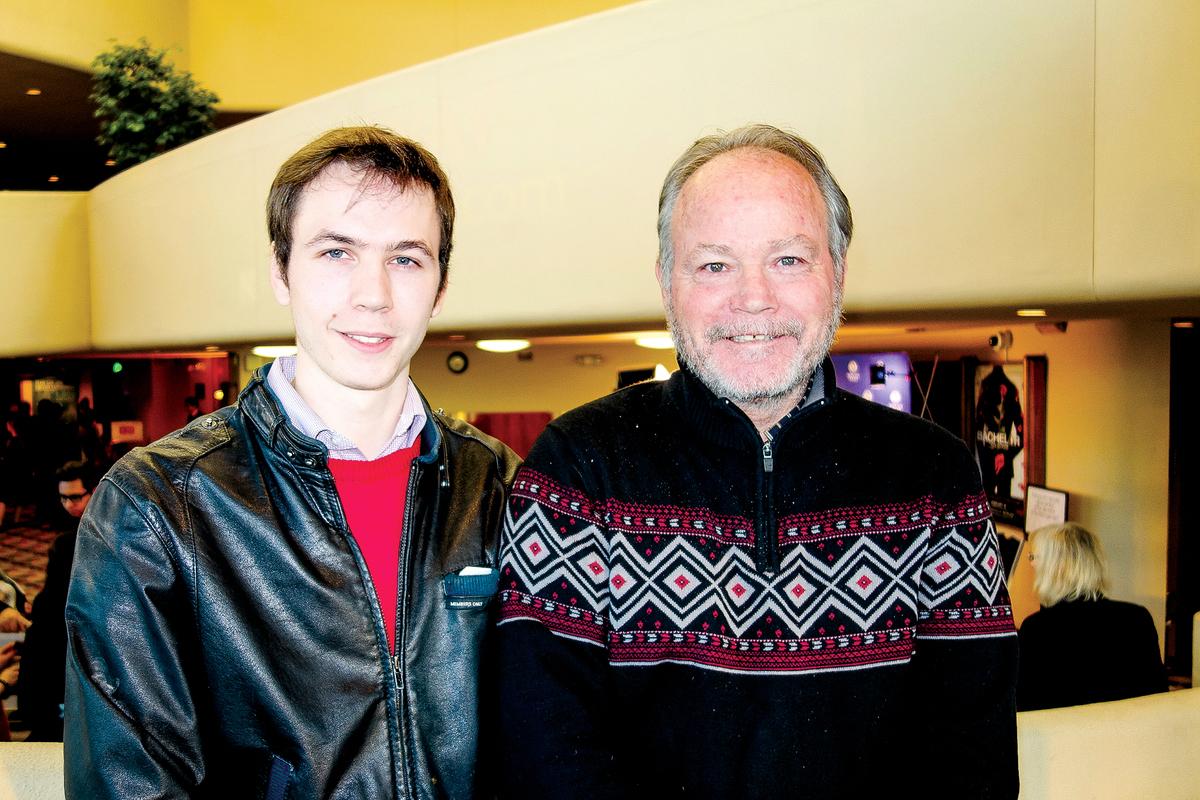 房地產公司老闆 Scott Struble和兒子Charles Struble。(於麗麗/大紀元)