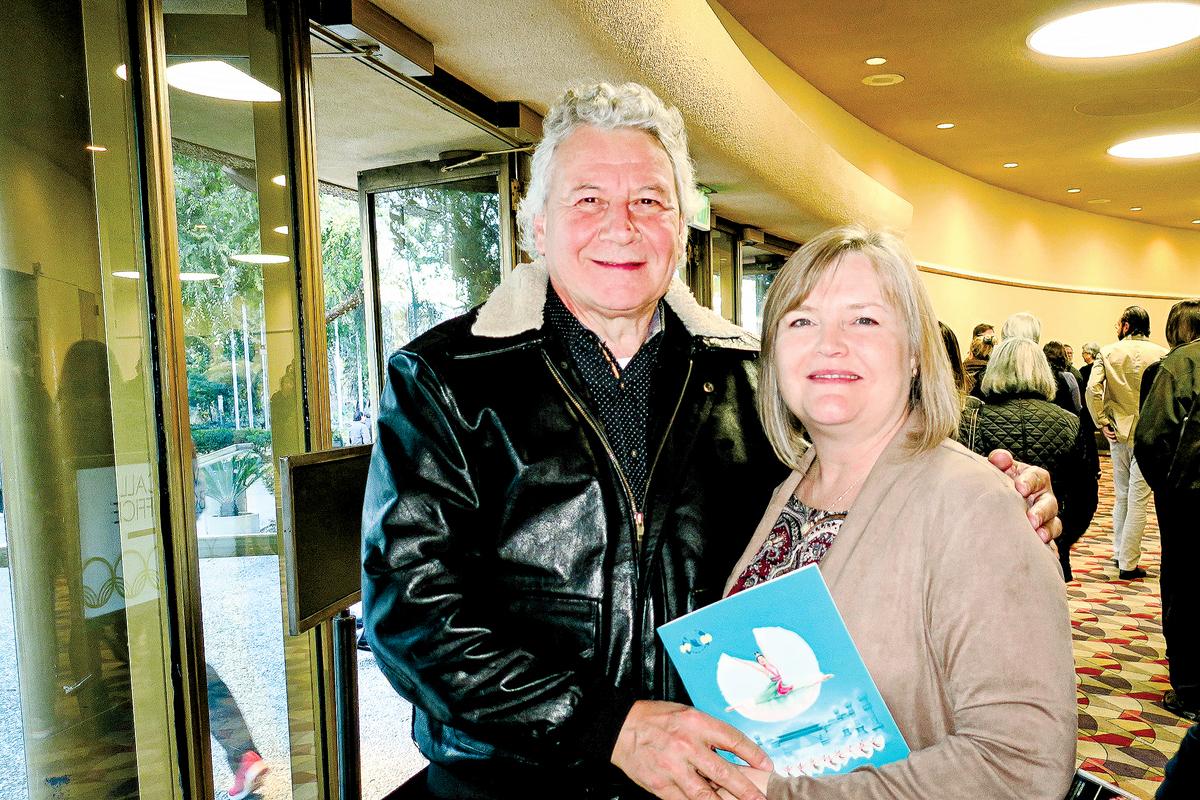 亞馬遜公司資深經理David Coombes和太太。(林家維/大紀元)