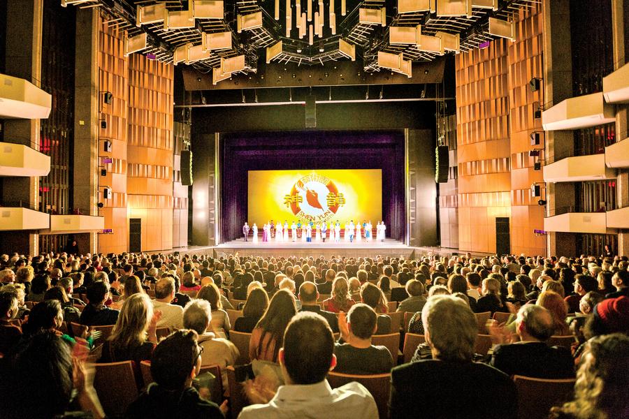 神韻加國巡演爆滿開幕 觀眾:從心底向神朝拜