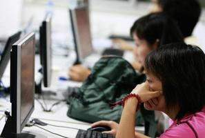 年輕人債台高築信用惡化 為何中共最不樂見