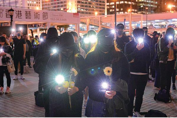 【圖片新聞】逾百人集會追悼逝世抗爭者