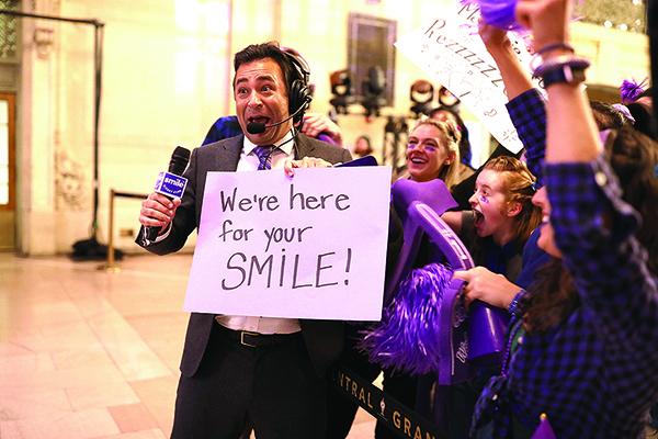 遠程牙科平台Smile Direct Club目前股價比IPO發行價低逾60%。圖為該公司9月30日在紐約的一個宣傳活動。(AFP)