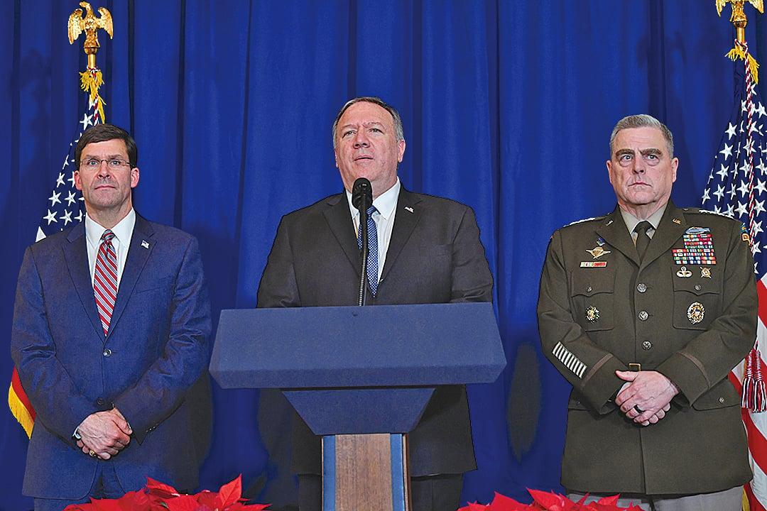 美國國務卿蓬佩奧(中)、國防部長埃斯珀(左)和美國參謀長聯席會議主席米爾利將軍(右)一起對空襲發表評論。埃斯珀表示空襲「成功」。(AFP)