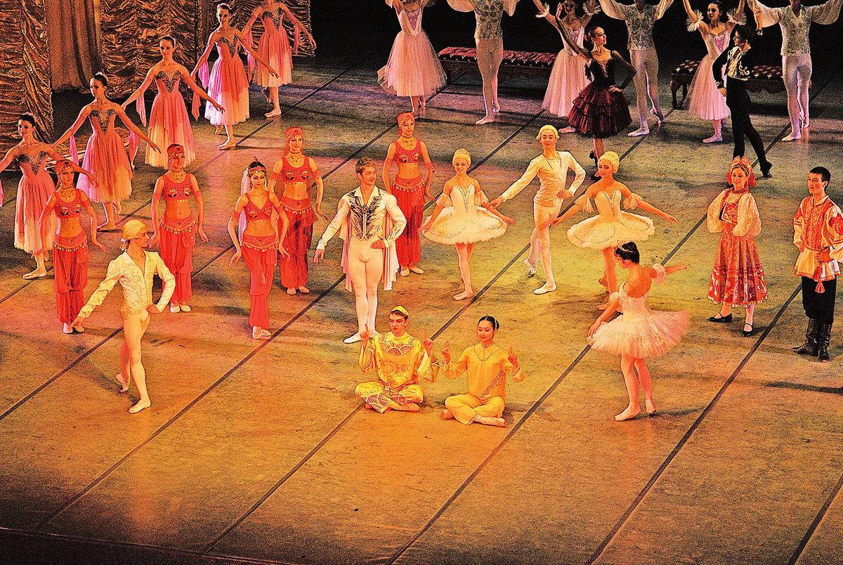 芭蕾舞劇《胡桃夾子》劇照。(Хомелка/Wikimedia Commons)