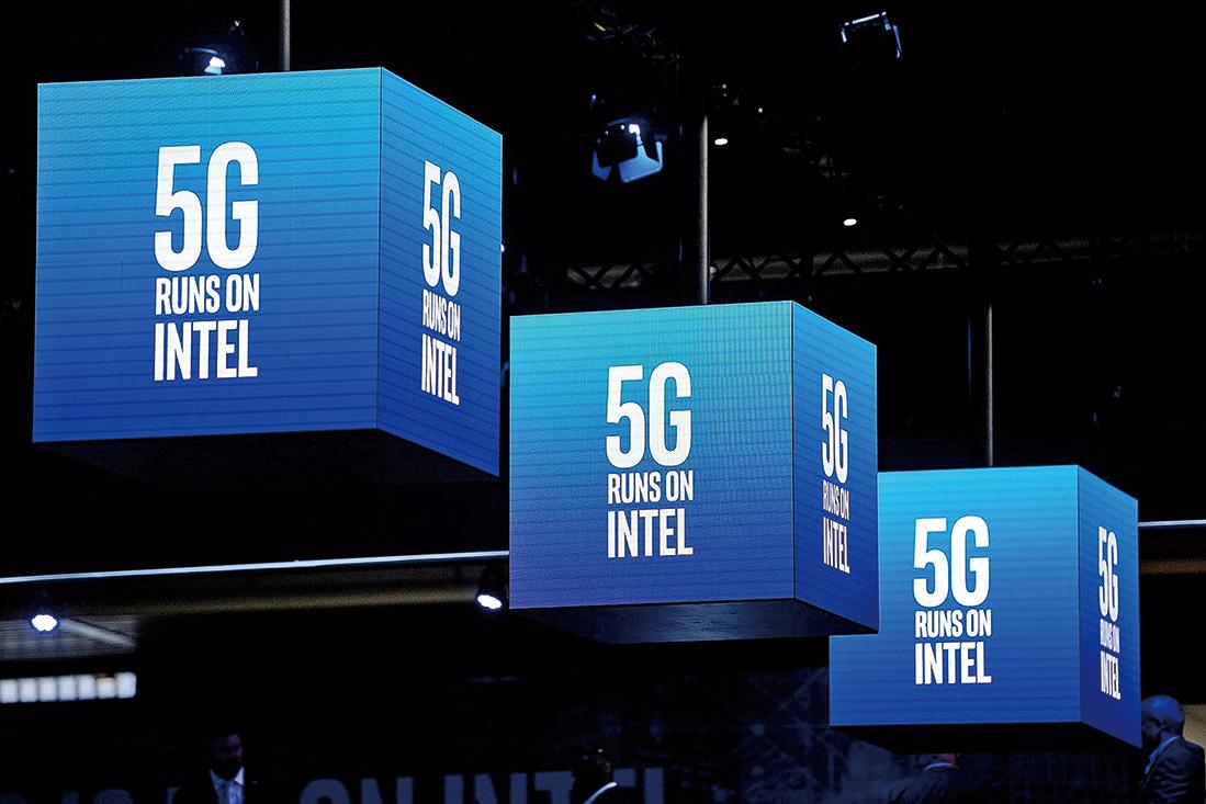 英特爾在開發5G網絡用的各種芯片。(JOSEP LAGO/AFP/Getty Images)