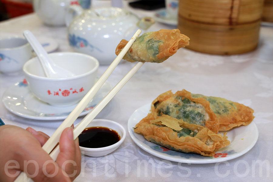 太子鳳城酒家特色點心之一的鮮蝦韮菜角。(陳仲明/大紀元)