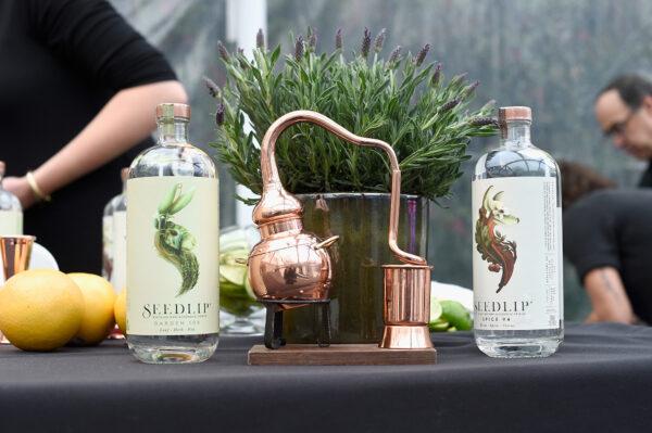 全球第一個零度蒸餾酒品牌「Seedlip」,已成為高級時尚的飲品。圖為2018年奧斯卡金像獎英國入圍者歡迎晚會上,所提供的「Seedlip」無酒精蒸餾酒。(Kevork Djansezian/Getty Images for The GREAT Britain Campaign)