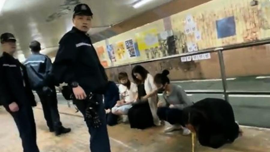 香港孕婦被逼跪地嘔吐 港警冷眼訓斥