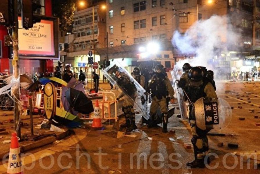 匯豐疑遭警方「自己人」破壞 民陣遊行被迫腰斬