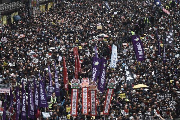 2020年1月1日,103萬港人在新年第一天走上街頭,再度創下香港奇蹟。(PHILIP FONG/AFP via Getty Images)