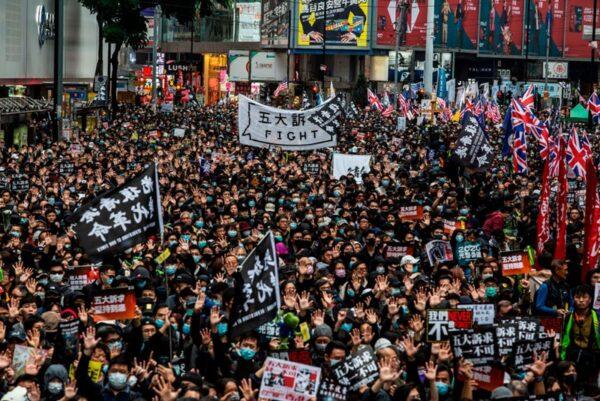 2020年1月1日,103萬港人在新年第一天走上街頭,再度創下香港奇蹟。( ISAAC LAWRENCE/AFP via Getty Images)