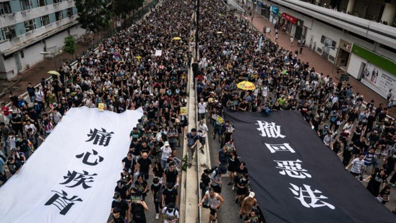 自6月以來,香港反送中浪潮一浪推一浪,港人一次又一次走上街頭,反暴政活動遍地開花,向全世界昭示香港人追求正義不畏強暴的勇氣和不可戰勝的精神力量。(Anthony Kwan/Getty Images)