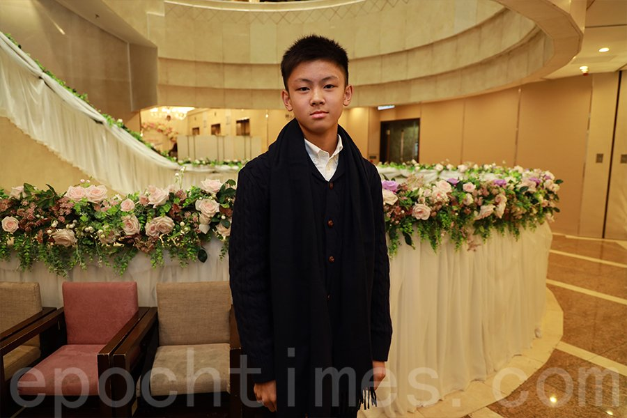 十三歲的袁丞斌步入小型賽車領域不足一年,積極參加各類比賽累積經驗,後勁十足。(陳仲明/大紀元)