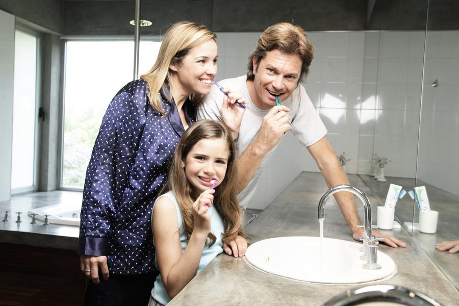 牙周病是會傳染的慢性疾病 也會提升罹患其它慢性疾病風險