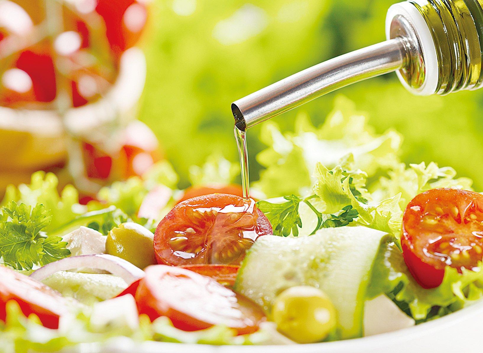 番茄搭配橄欖油可促使紅蘿蔔素在體內吸收率增加2~15倍。