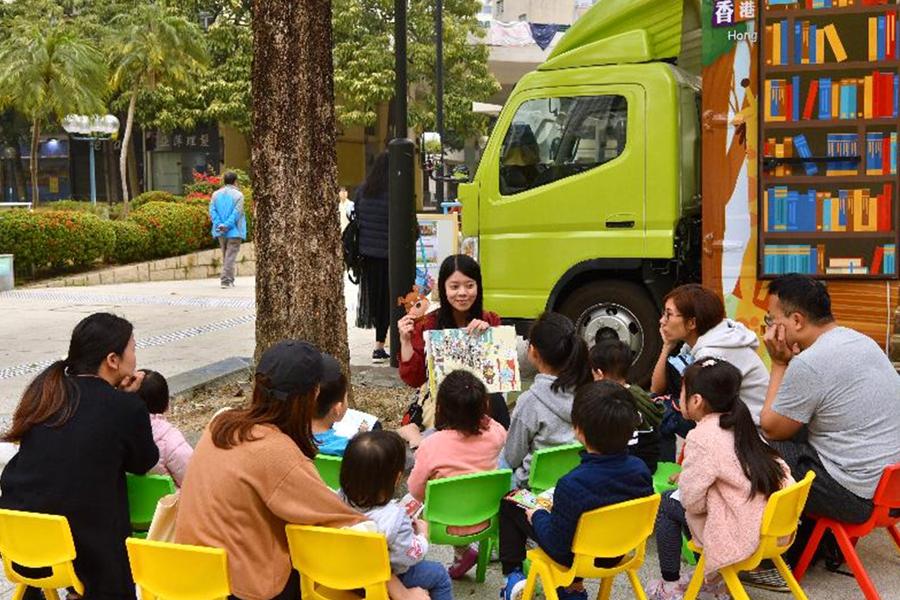 「喜」動圖書館活動期間,將有故事大使給小朋友講故事。(政府新聞網)