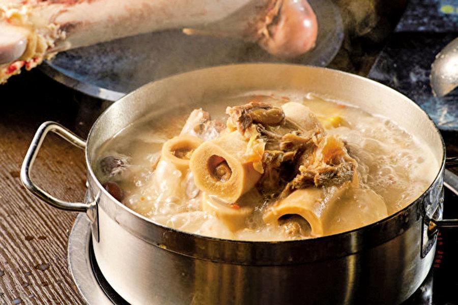 喝大骨湯可以補鈣預防骨質疏鬆?