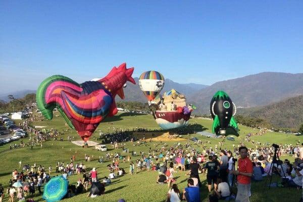 2016台灣國際熱氣球嘉年華17日重新開園,安排歷屆最多7顆造型球同時登場,打造最盛大的造型球派對。(陳淑惠提供)(中央社)