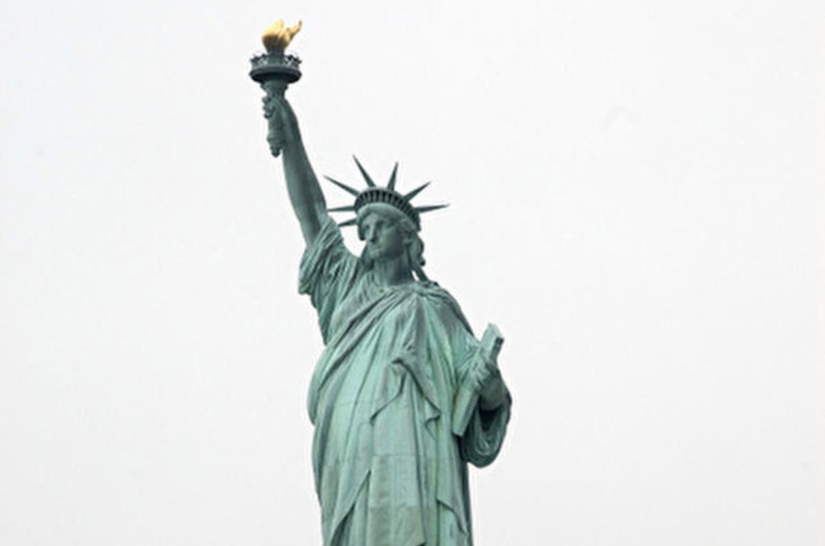 美國移民法規定,凡加入共產黨、納粹等極權組織者,不允許移民美國。(Andrew H. Walker/Getty Images)