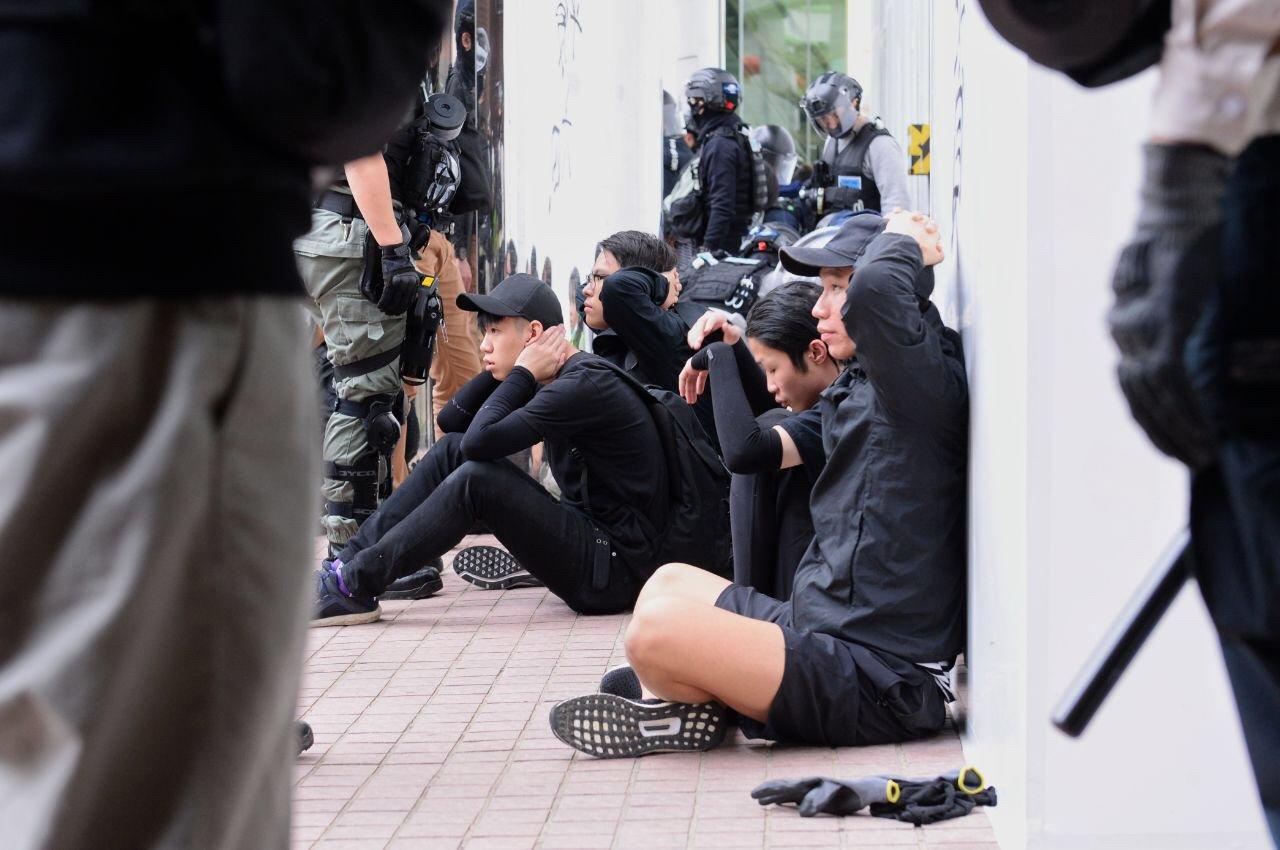 上水「和你行」警拘捕42人 林卓廷斥濫捕 (宋碧龍/大紀元)